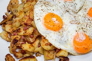 Schultheiss-Speisekarte-Mittagstisch-Spiegeleier-Bratkartoffeln